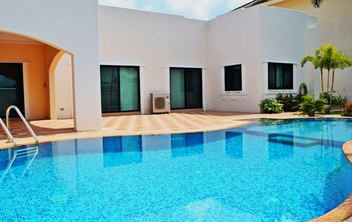 Santa Maria - 3 Bed 4 Bath Villa for Sale