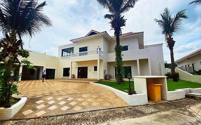 Santa Maria - 6 Bed 6 Bath Villa for Sale